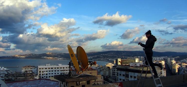 L'art éphémère et volatil d'Alice Hamon sur les toits de Tanger