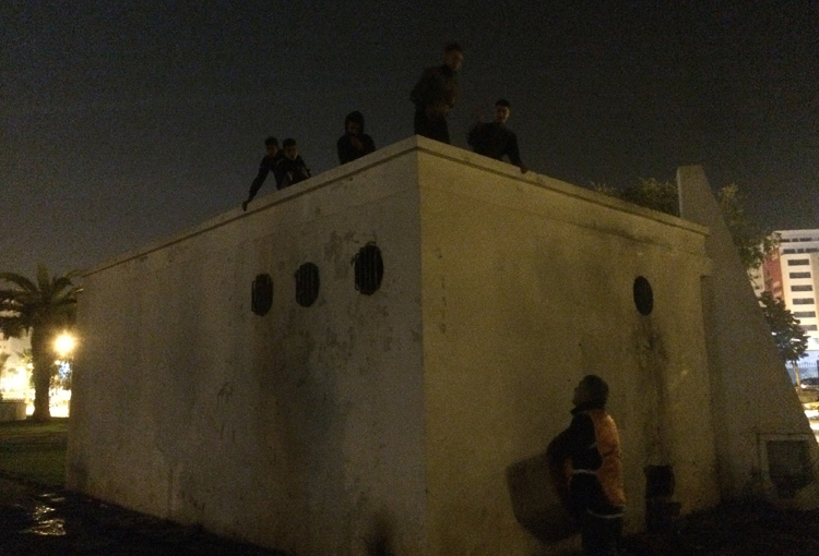 Jeunes sdf sur les toits de Tanger