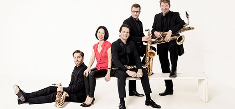 Quatre saxophonistes et une pianiste. Un alliage original et très classique!