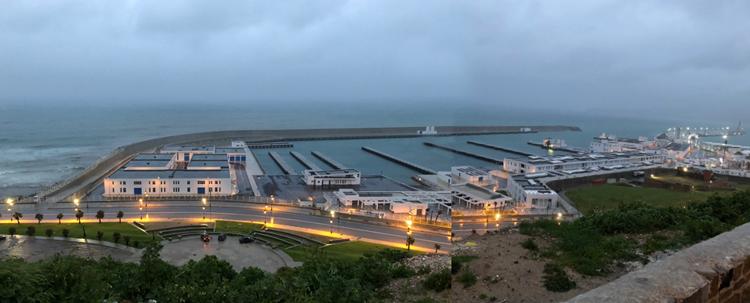 le port de pêche de Tanger à la nuit tombée