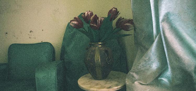 Eloge de l'oubli avec les photographies de Yasmine Hatimi