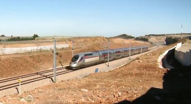 Le Maroc inaugure le premier TGV d'Afrique entre Tanger à Casablanca.