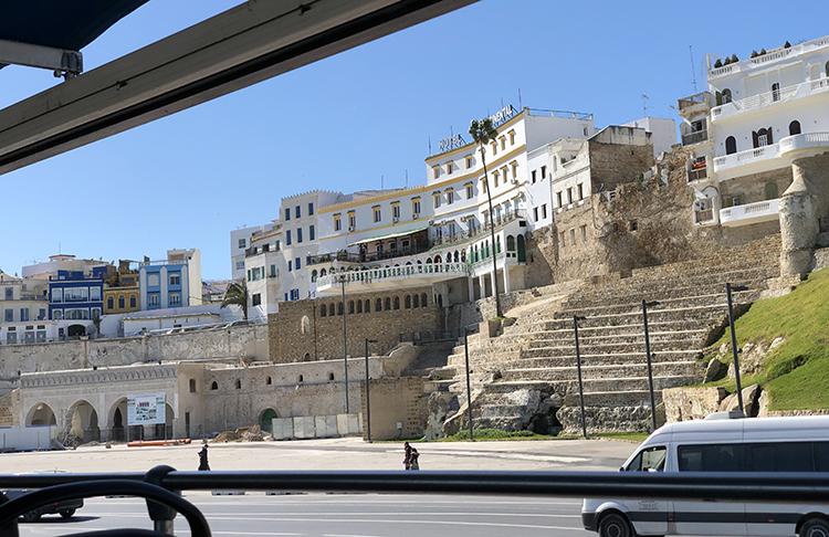 Le mythique hôtel Continental au dessus de la douane historique