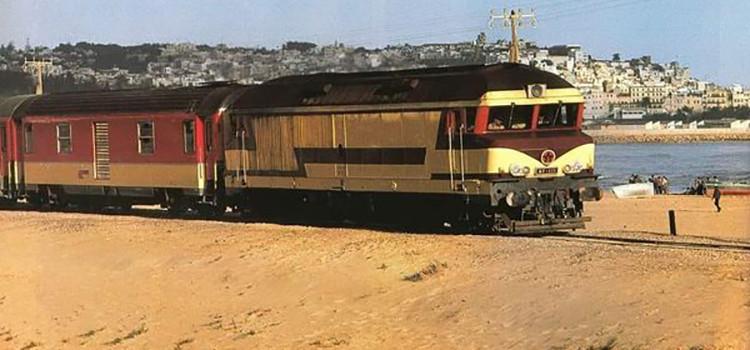 CLiCHÉS de TANGER: Le train passe sur la plage…