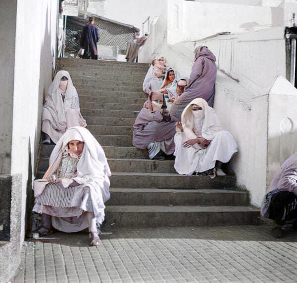 Les femmes dans l'escalier Grand Socco